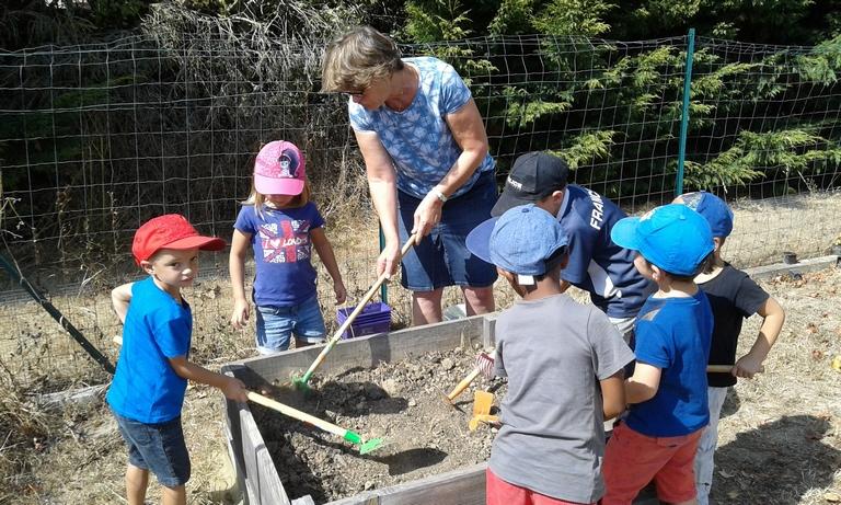 cultiver-son-jardin-une-activite-tres-prisee-des-ecoliers-de-fauguerolles